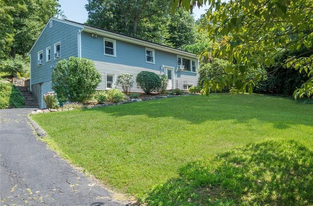 New Listing! – Norwalk house for rent: 14 Valley View Rd